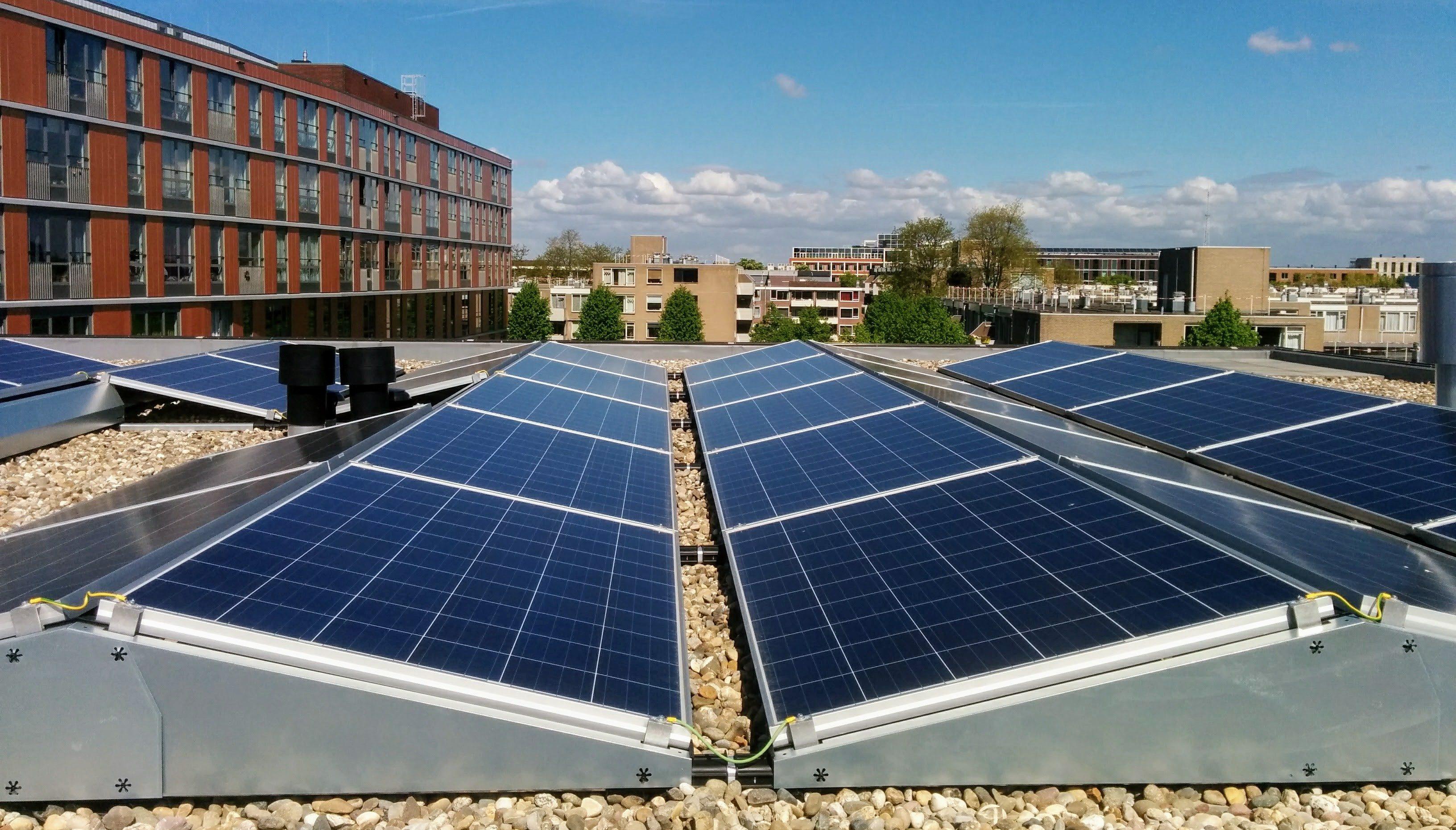 Zonnepanelen bij studentencomplex Donk - zekerheden van zonne-energie