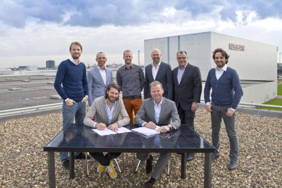Alle partijen tekenen voor Zonnedak Nissan - het grootste collectieve zonnedak van Nederland