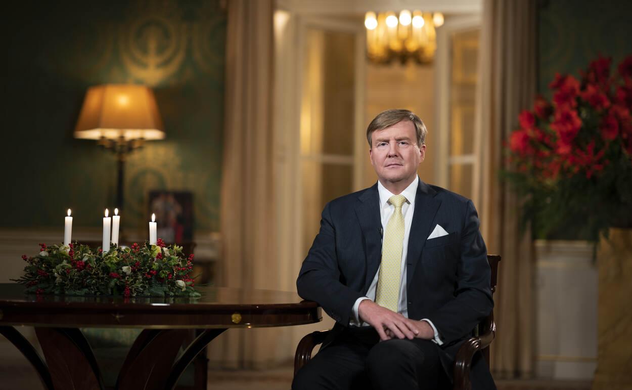 Den Haag, december 2018: Koning Willem-Alexander spreekt de Kersttoespraak uit vanuit de bibliotheek van Paleis Noordeinde. Beeld: ©RVD - Freek van den Bergh