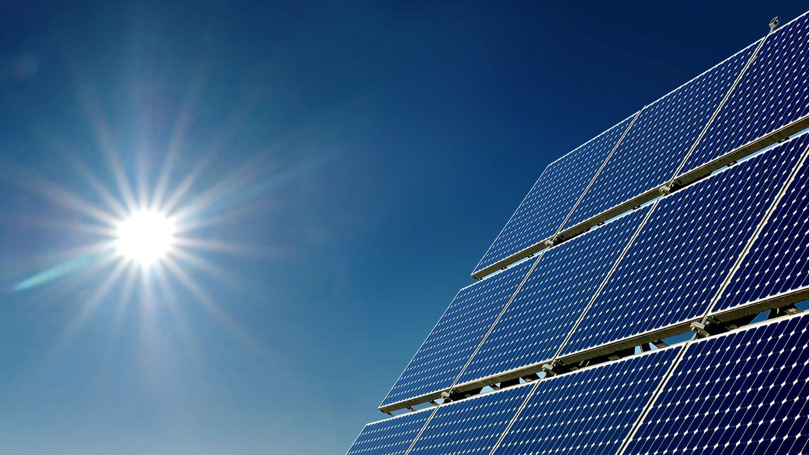 invloed van het weer op de opbrengst van zonnepanelen